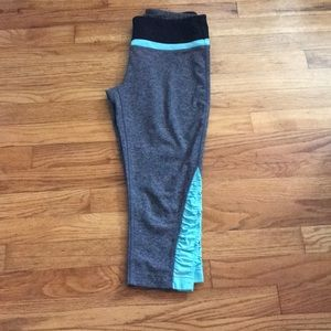 Dark grey workout Capri leggings size small